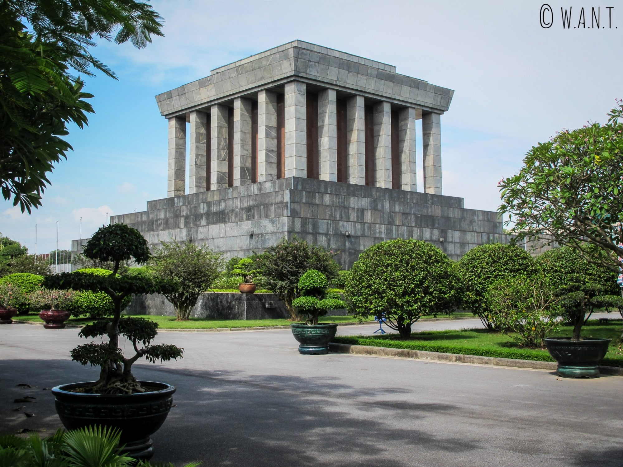 Vue arrière du Mausolée d'Ho Chi Minh à Hanoï