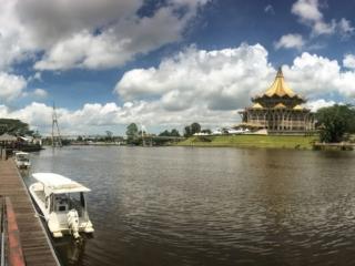 Assemblée législative du Sarawak de Kuching, depuis la rive opposée