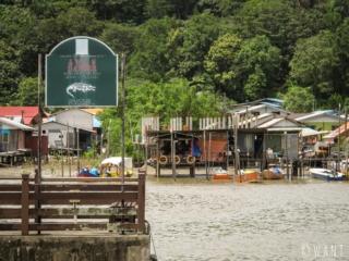 Attention aux crocodiles dans la rivière qui conduit au Bako National Park