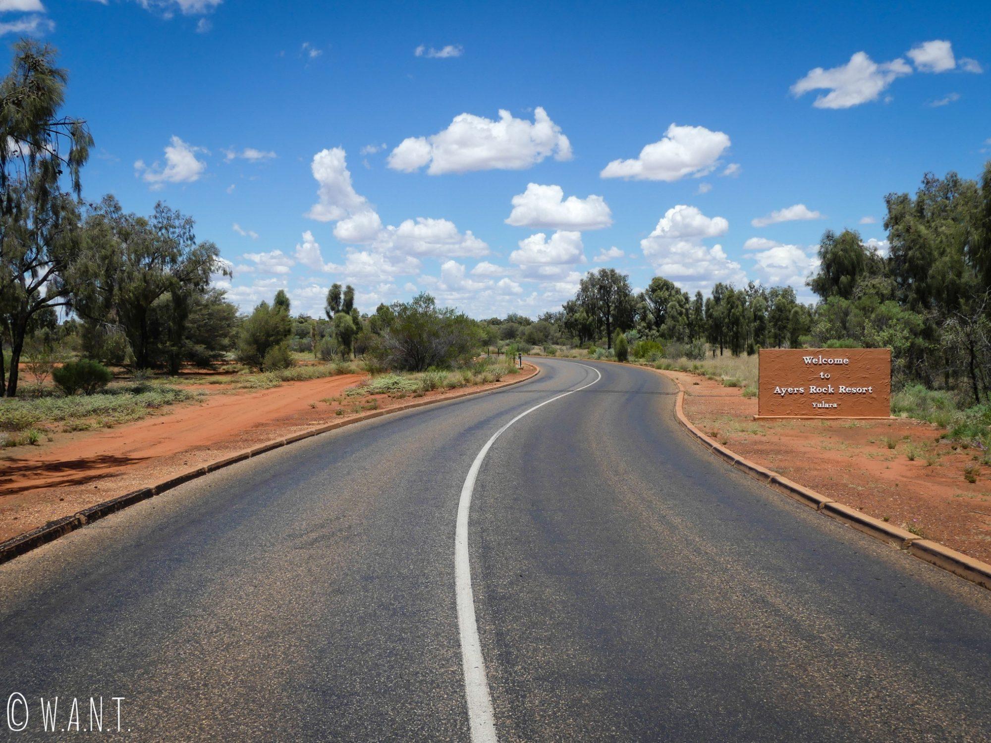 Entrée d'Ayers Rock Resort à côté du parc national Uluru-Kata Tjuta