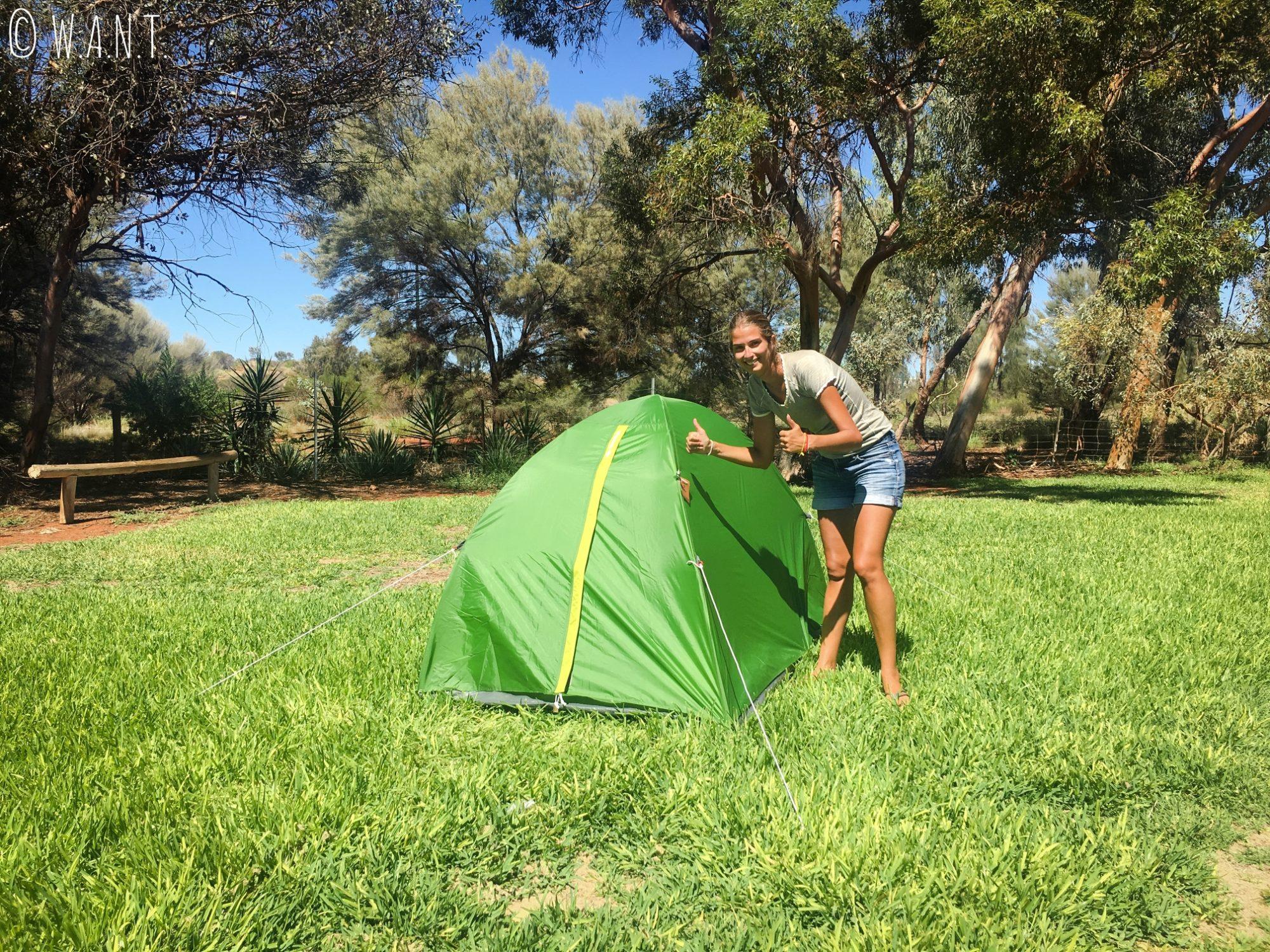 Marion devant notre tente au Ayers Rock Campground