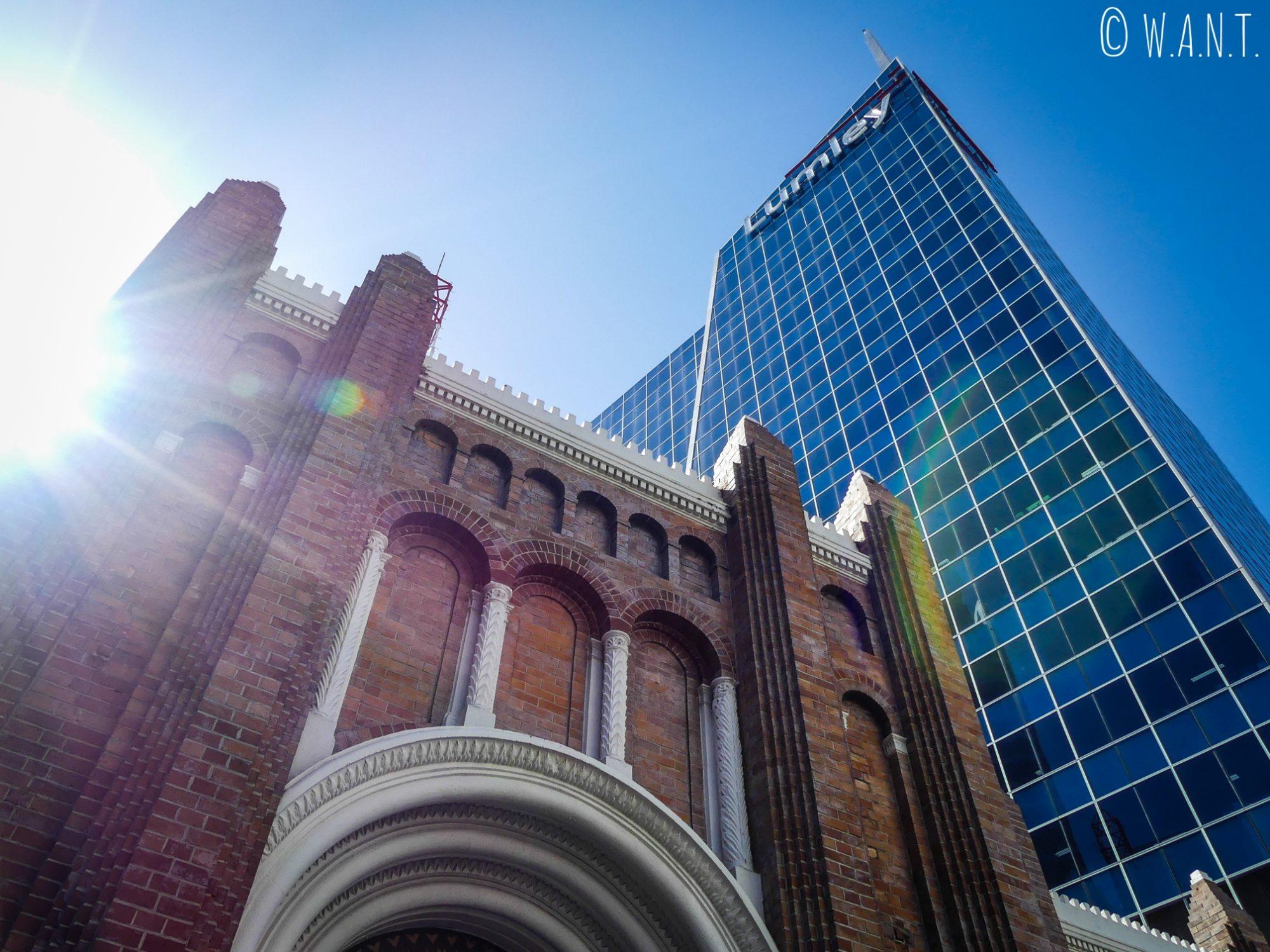 Architecture mixte sous le soleil d'Auckland