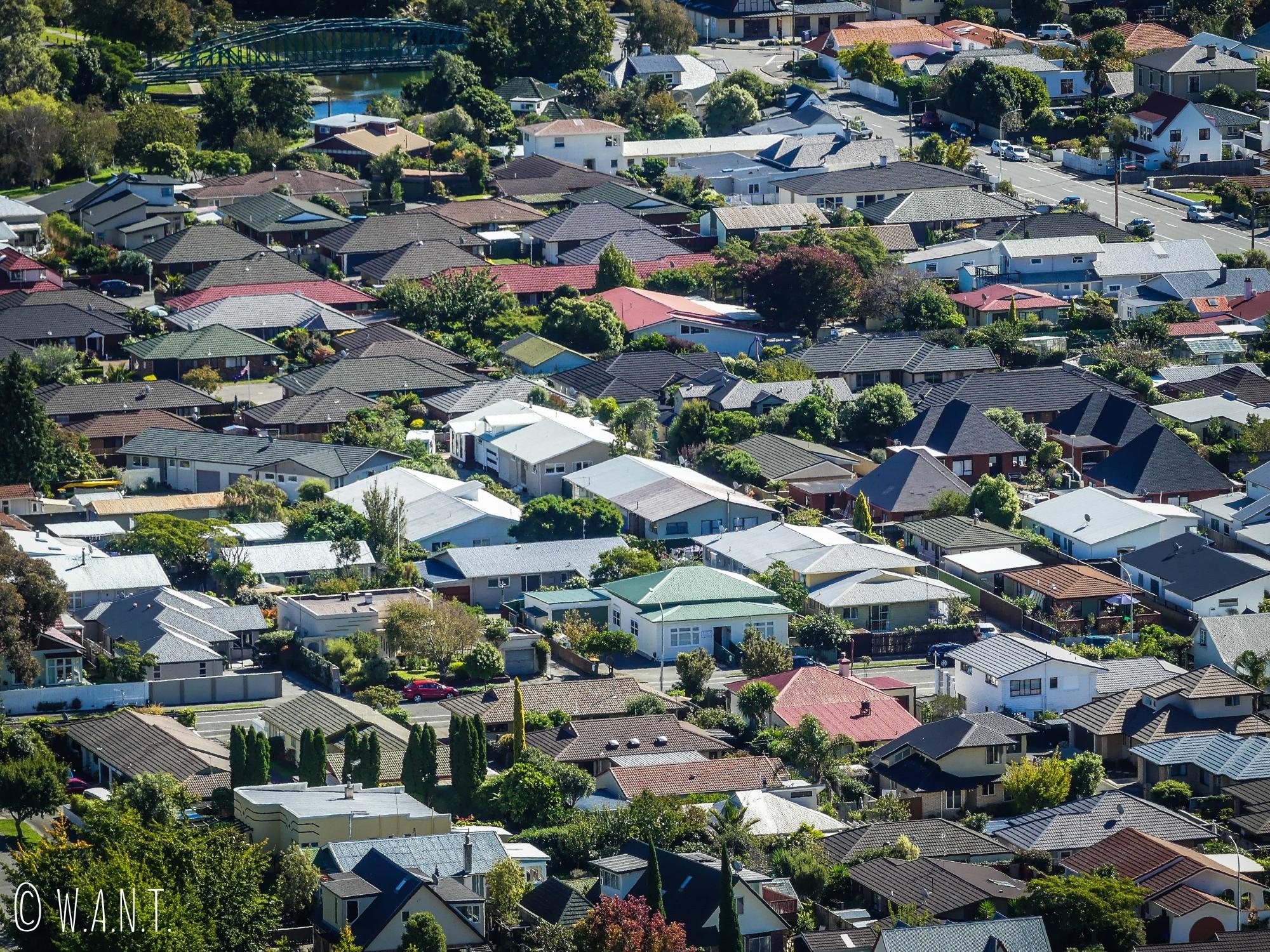 Gros plan sur les maisons de Nelson, en Nouvelle-Zélande, depuis la Botanical Hill