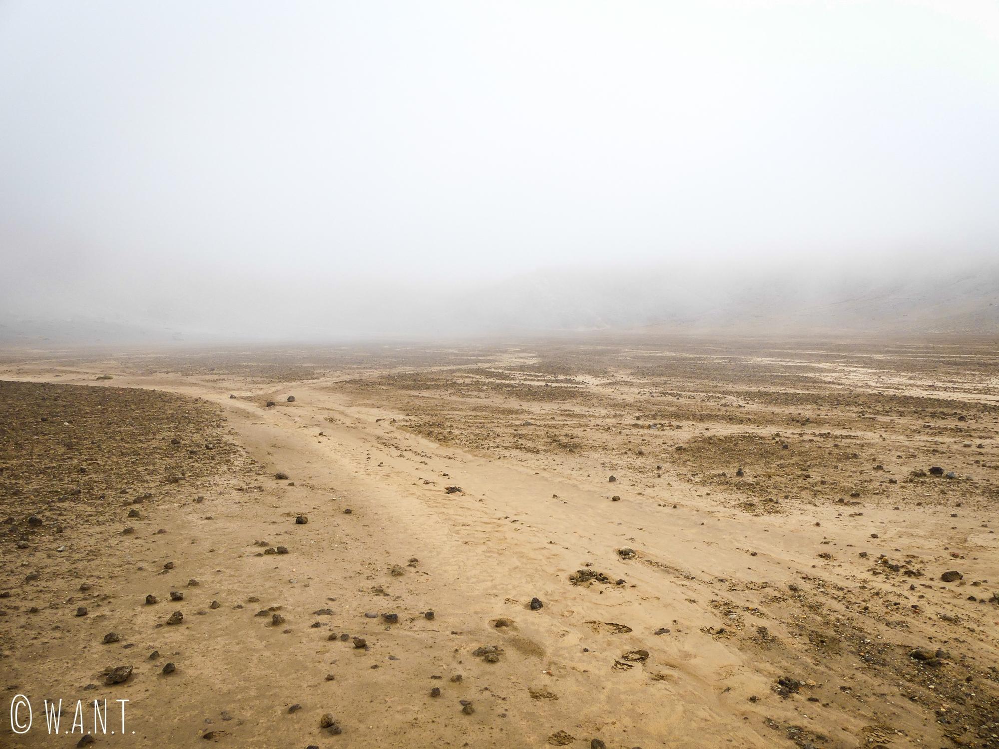 Le brouillard nous a gagné lors de notre ascension vers le Red Crater sur la randonnée « Tongariro Alpine Crossing » en Nouvelle-Zélande