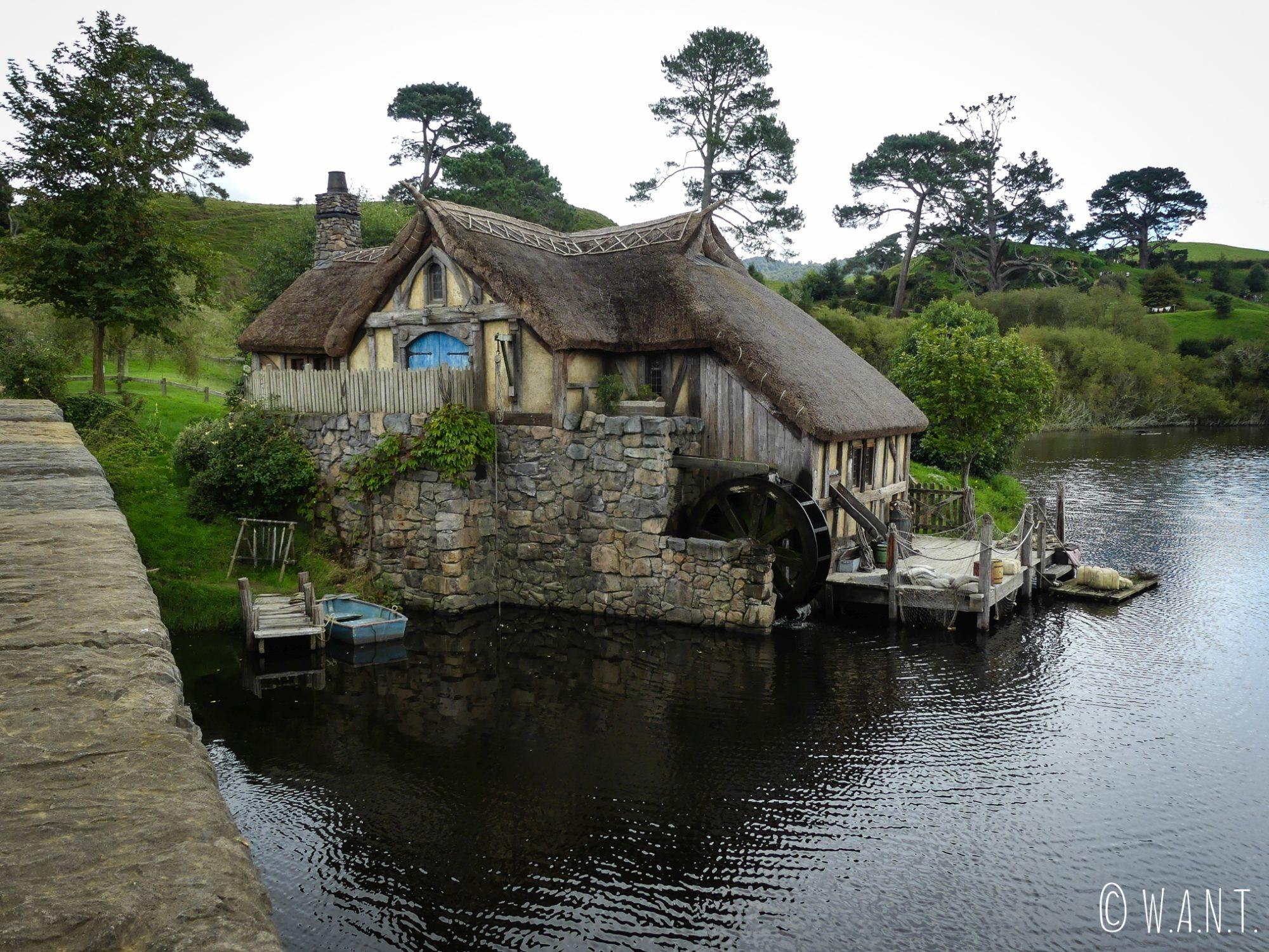Maison sur le lac à Hobbiton en Nouvelle-Zélande