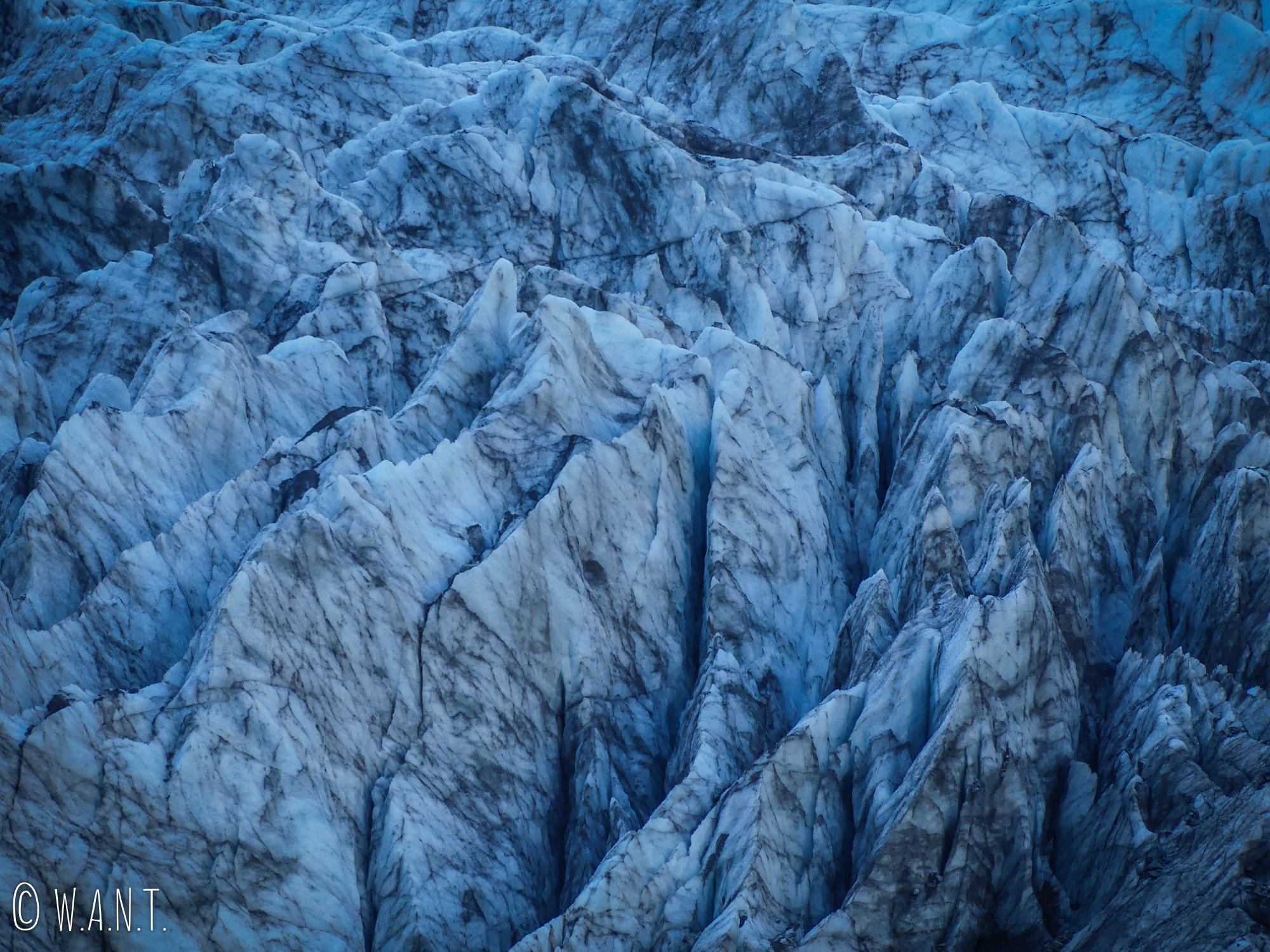 Gros plan sur le Fox Glacier sur l'île du sud de la Nouvelle-Zélande
