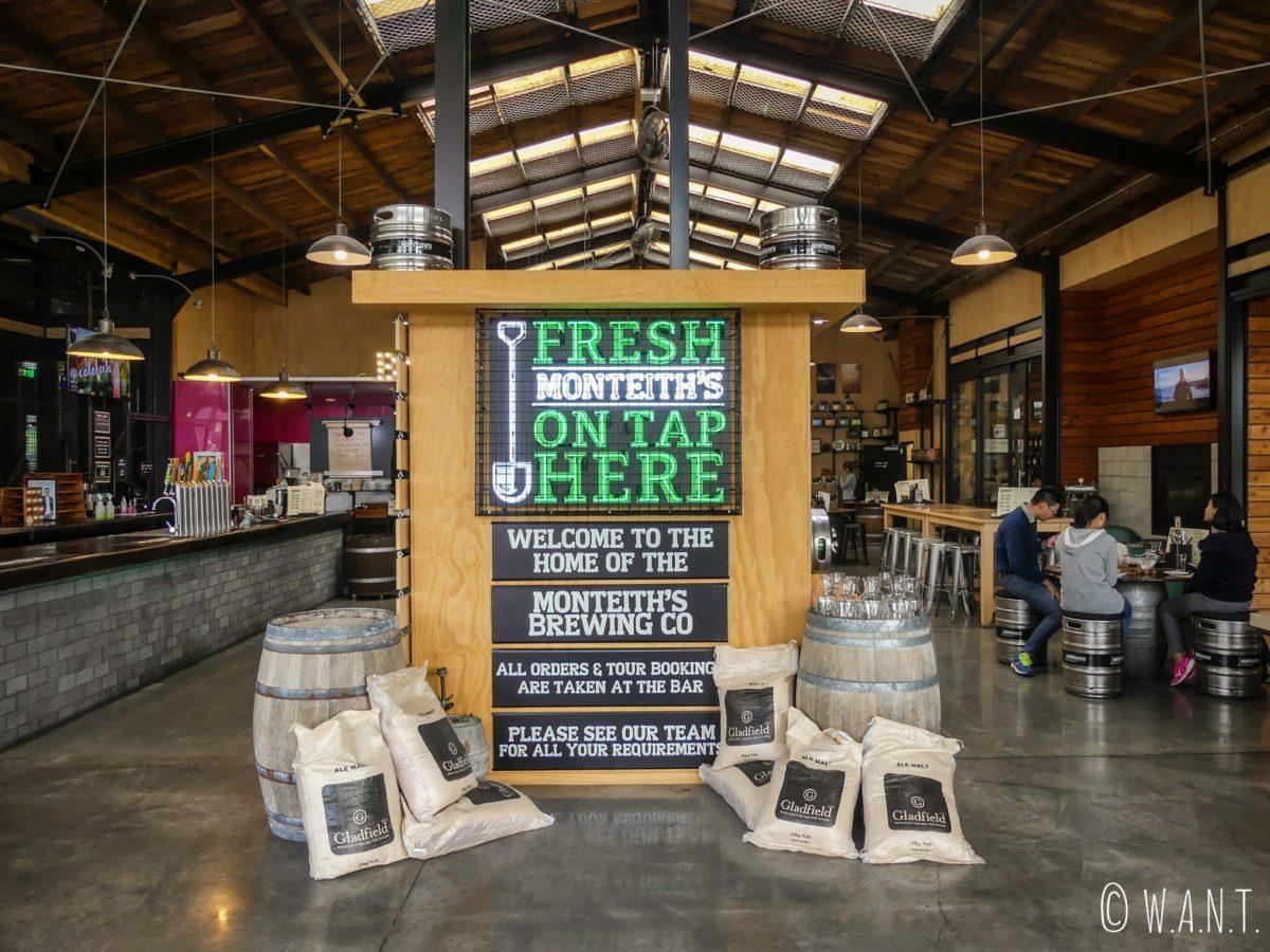 Intérieur de la brasserie Monteith's Greymouth en Nouvelle-Zélande