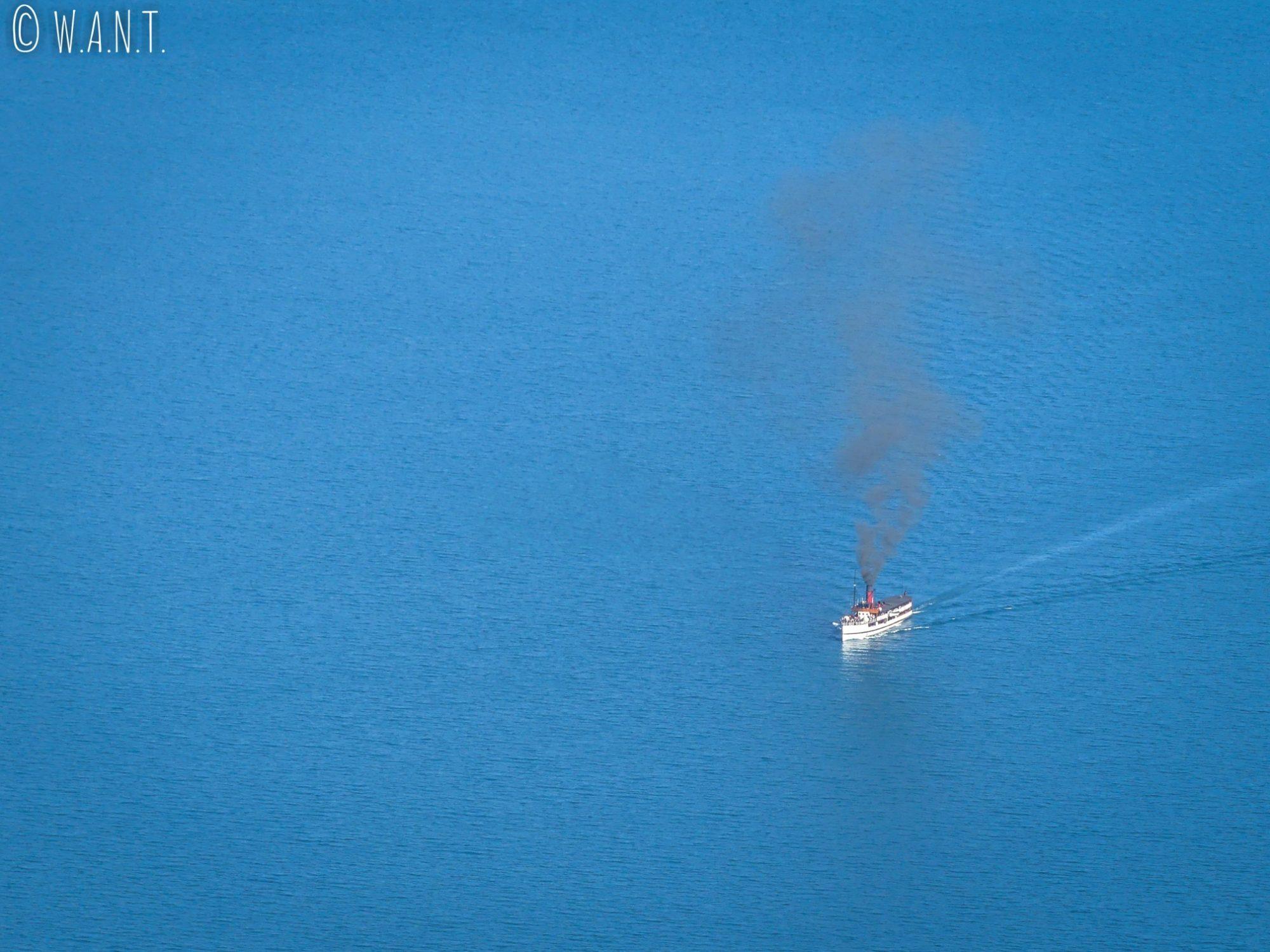 Bateau à vapeur sur le lac Wakatipu à Queenstown en Nouvelle-Zélande