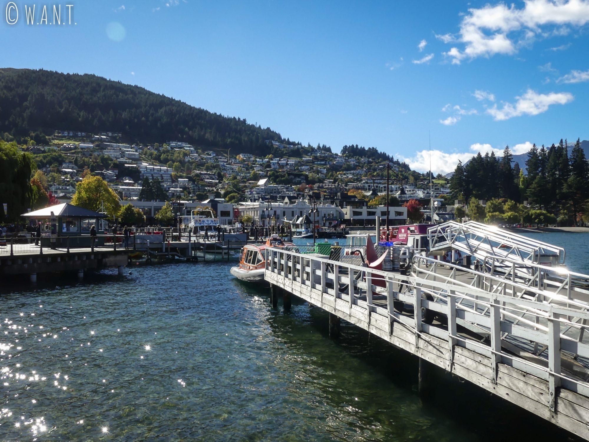 Il est possible de réaliser de nombreuses activités nautiques sur le lac Wakatipu à Queenstown en Nouvelle-Zélande