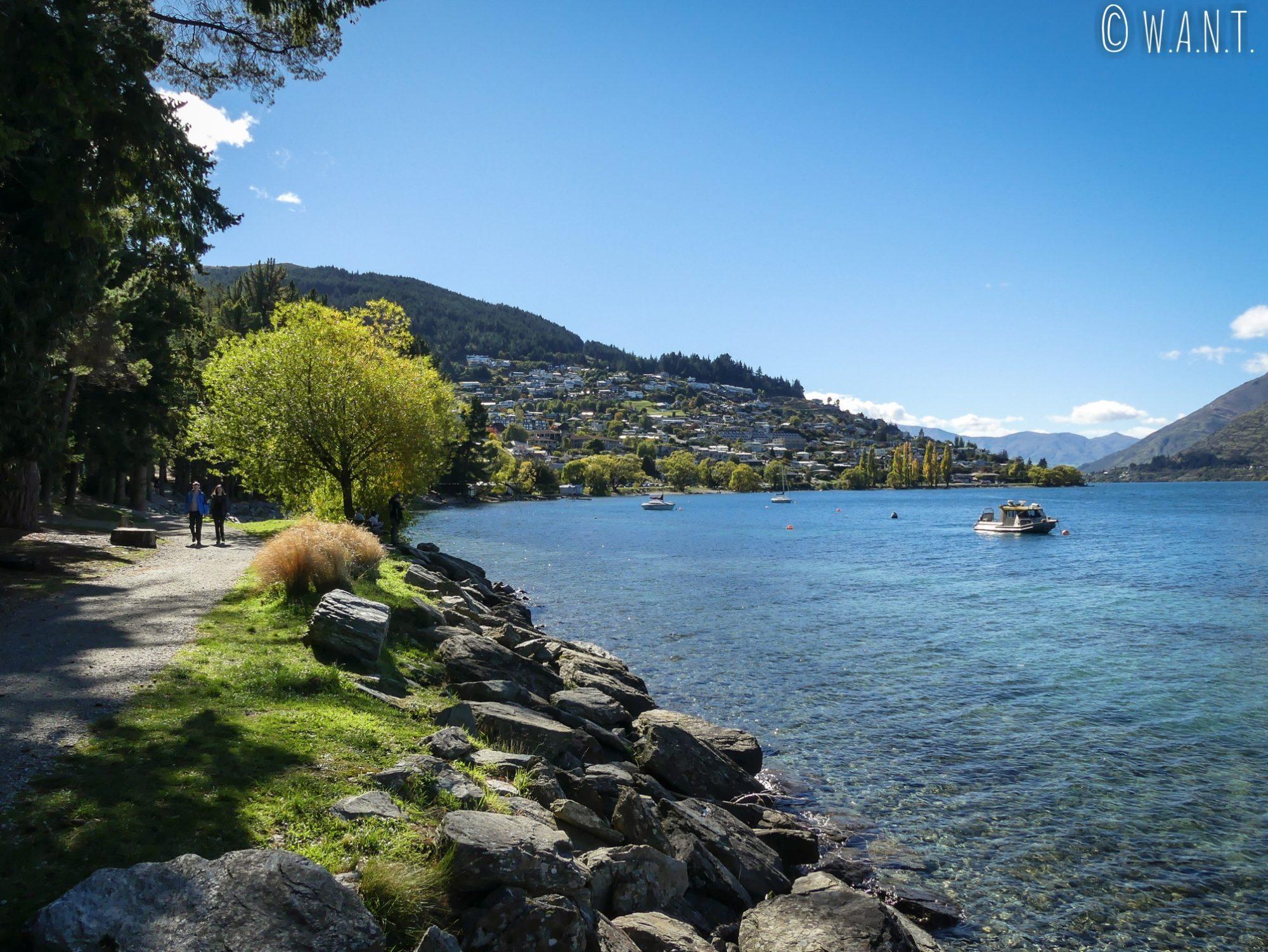 Il ne faut pas hésiter à s'enfoncer sur les sentiers du Queenstown Gardens en Nouvelle-Zélande pour profiter de vues superbes