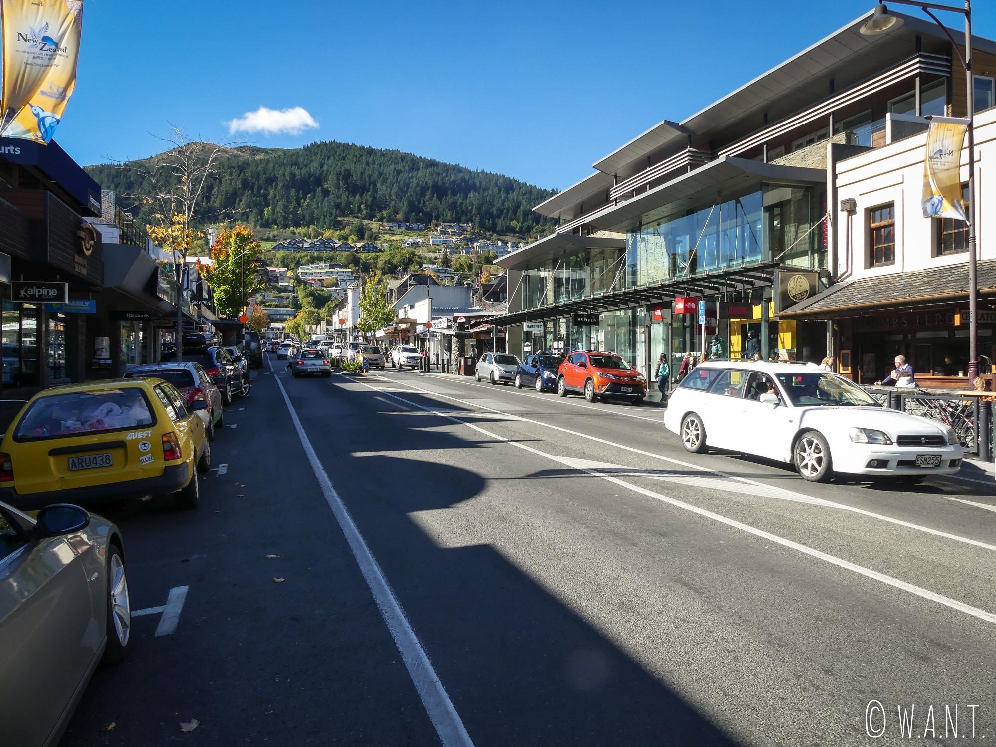 Promenade pédestre dans les rues de Queenstown en Nouvelle-Zélande